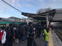混雑する成田駅