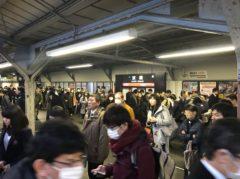 京橋駅はラッシュが始まってる感じ