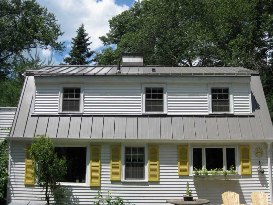 Vinyl siding on house with metal roof roofing calculator for Cost to roof a house calculator
