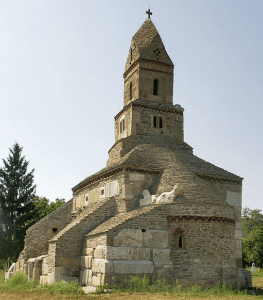Photo 2. Densuș church, Hațeg County, has a roof made of stone plates. Photo: Alexandru Baboș, Creative Common Attribution.
