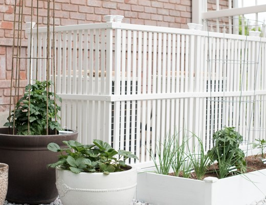 Side Yard Garden DIY - roomfortuesday.com