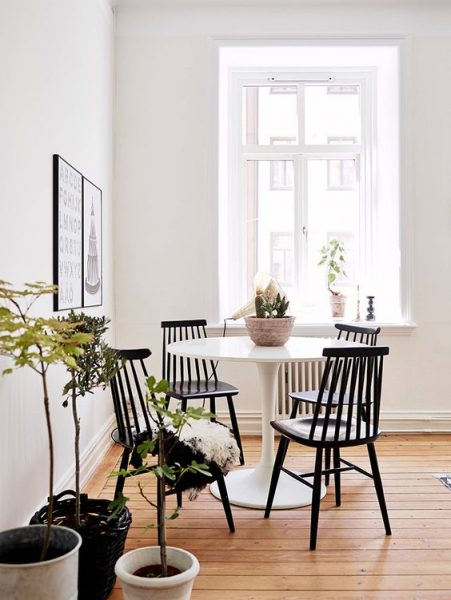 white tulip table, black dining table chairs