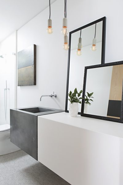 Awe Inspiring How To Pick And Hang The Perfect Bathroom Mirror Roomhints Com Download Free Architecture Designs Ferenbritishbridgeorg