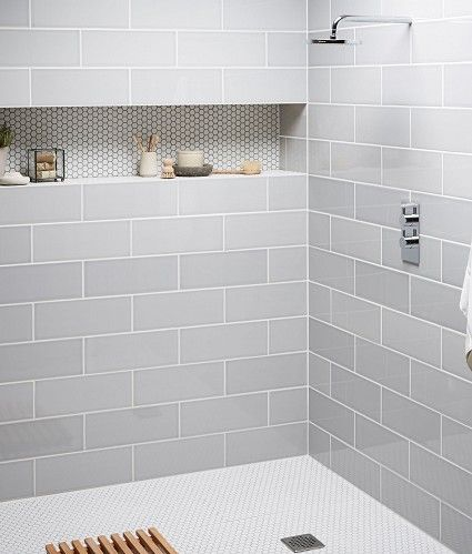 Long horizontal shower niche design