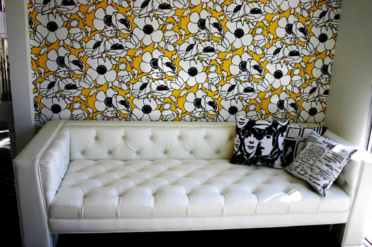 https://i0.wp.com/www.roomservicestore.com/images/sofas/viceroy_sofa_faux_leather_white_543.jpg