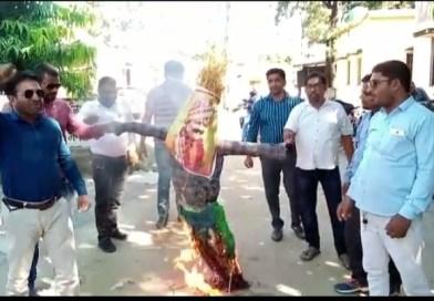 पत्रकारों से अभद्र व्यवहार करने वाले विधायक प्रणव सिंह का आज प्रेस क्लब भगवानपुर ने किया पुतला दहन