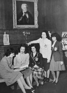 Students in the Roosevelt Library