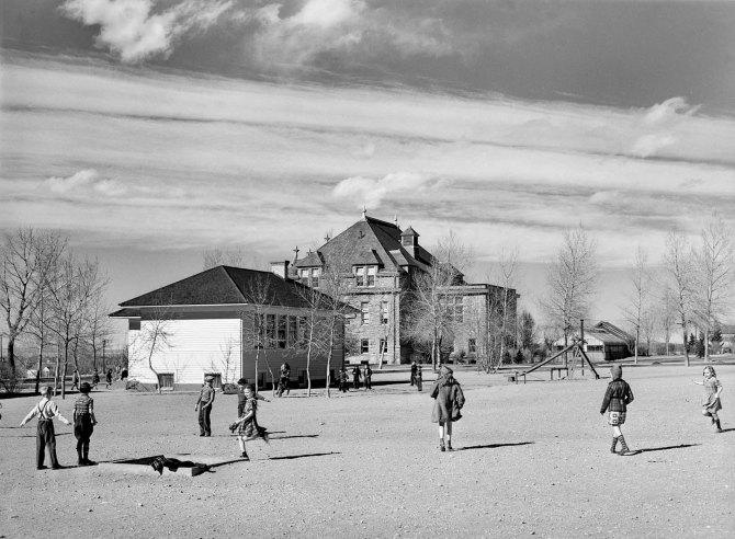 Grade school pupils at experimental school, University of Wyoming at Laramie. 1940.