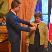 """Jessica Neuwirth, the Rita E. Hauser Director of the Human Rights Program at The Roosevelt House Public Policy Institute at Hunter College, received the insignia of """"Chevalier dans l'Ordre National de la Légion d'Honneur""""—Knight of the National Order of the Legion of Honor—from the Consul General of France in New York, Jérémie Robert."""