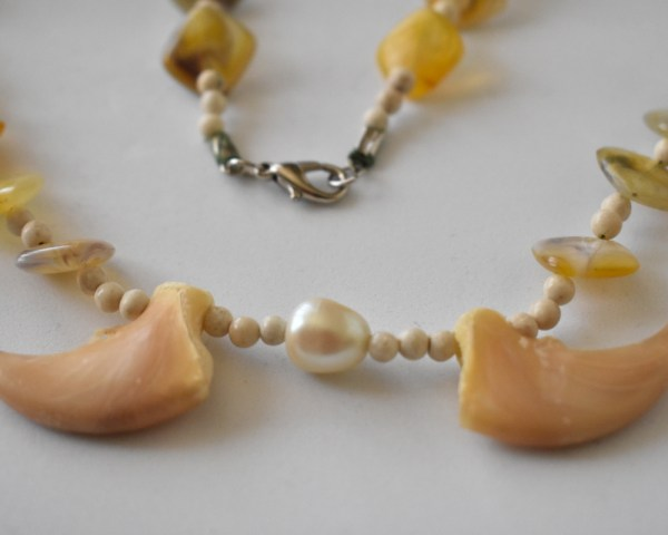 bear claw pearl bead necklace