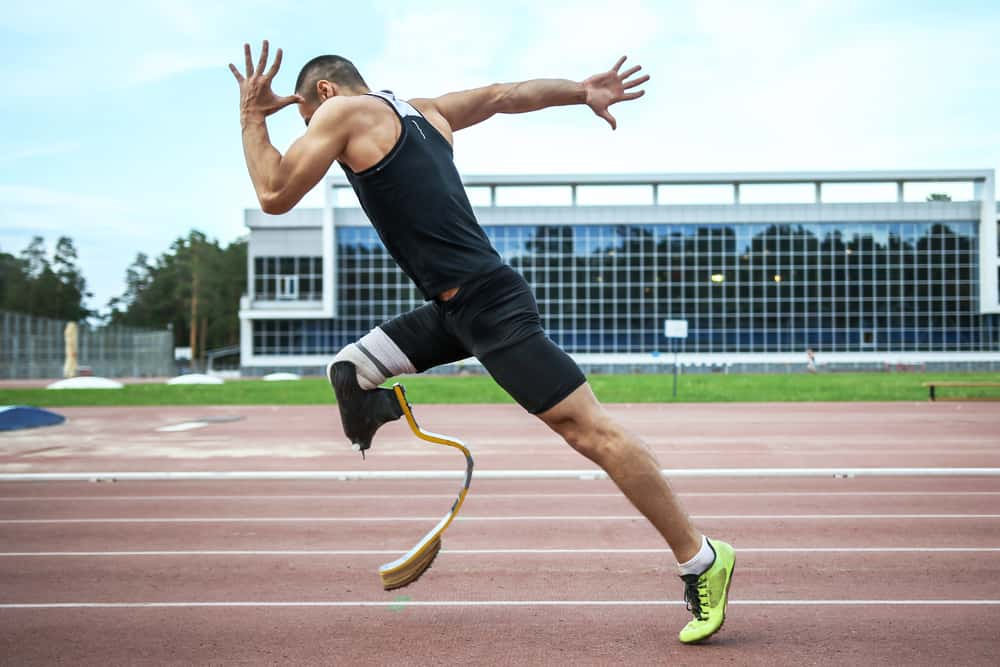 Runner bursts into action, with prosthetic leg.