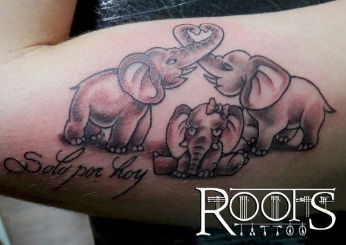 Tatuaje Familia De Elefantes Roots Tattoo Granada