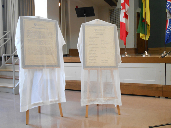 Honouring our heroes - Remember Us - University of Saskatchewan Great War Commemoration Committee veiled plaques honouring our heroes