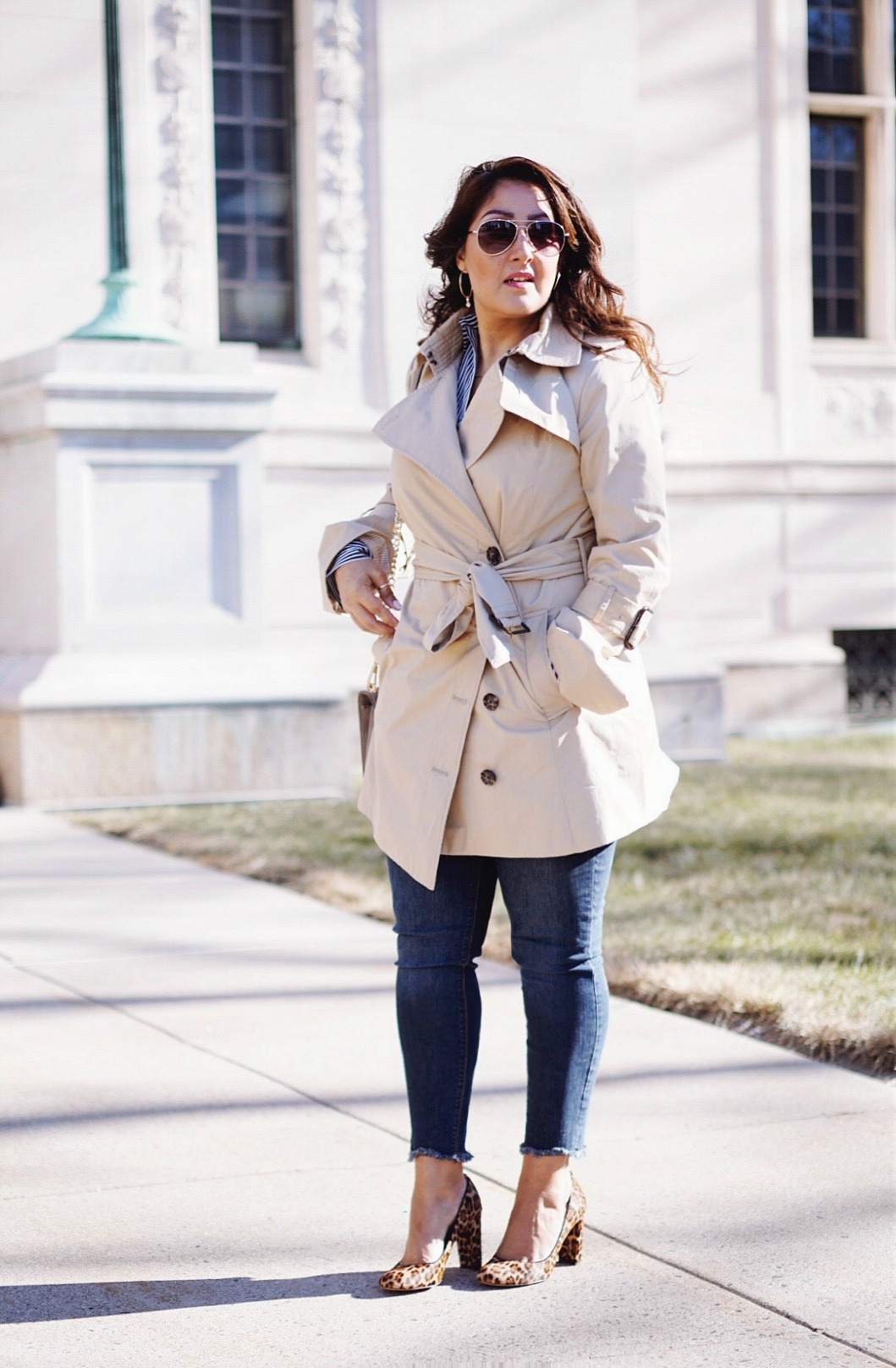 A casual way to style the trench coat.