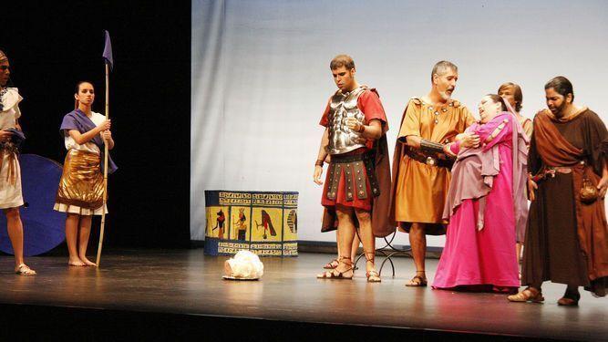 Un momento de la representación de Giulio Cesare in Egitto en el teatro Pedro Muñoz Seca de El Puerto de Santa María (Cádiz) el 9 de julio de 2017.