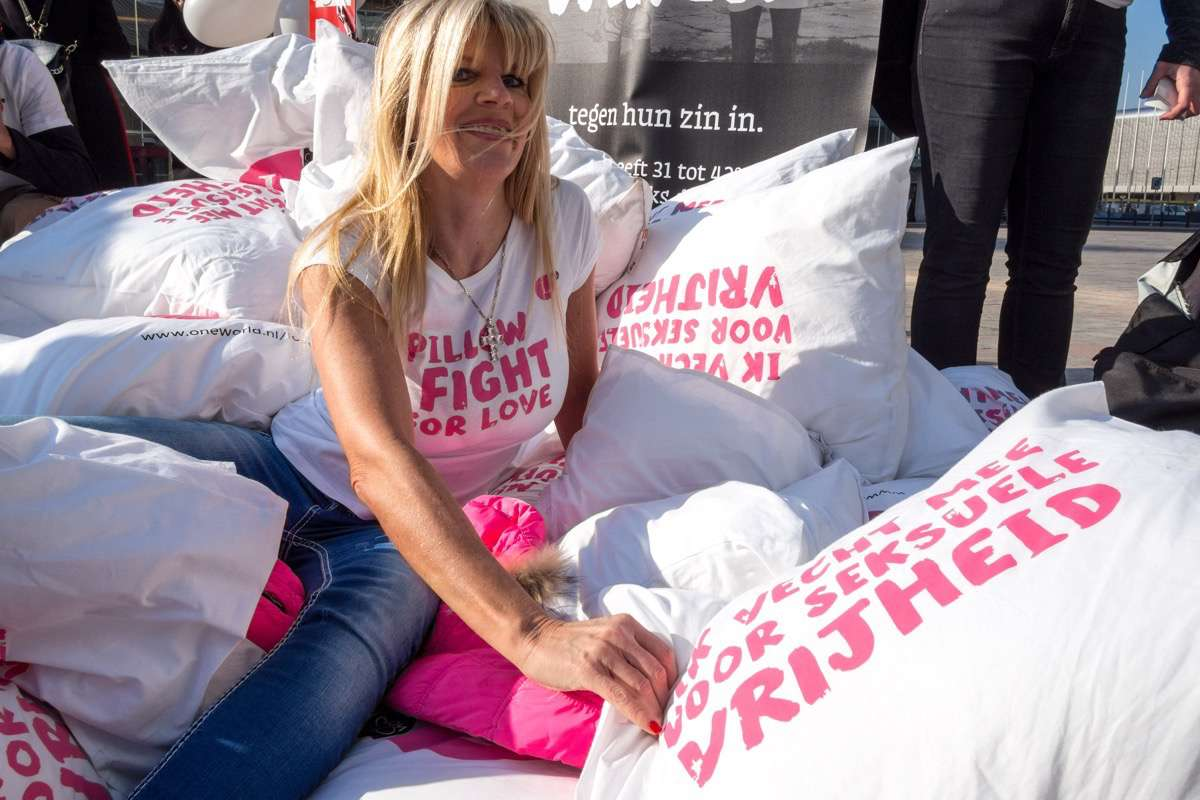 Kim Holland - Pillow Fight For Love - Rotterdam Centraal