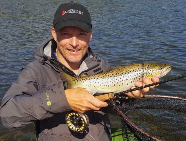 Sjøørret fisket på Hvaler i august. Det å fiske sjøørret om høsten er utrolig morsomt.