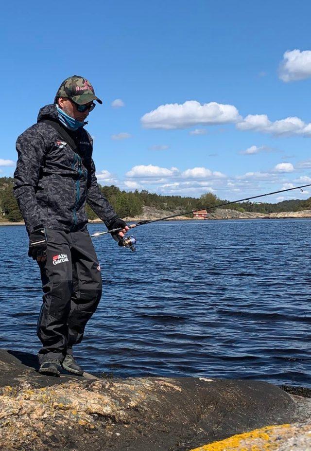 tester utstyr til sjøørretfiske.  Bjørn Tore Kjølholt,rosareke.