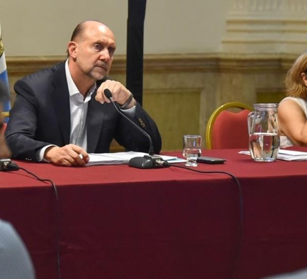 El gobernador y la secretaria de Salud durante las reuniones de la jornada.