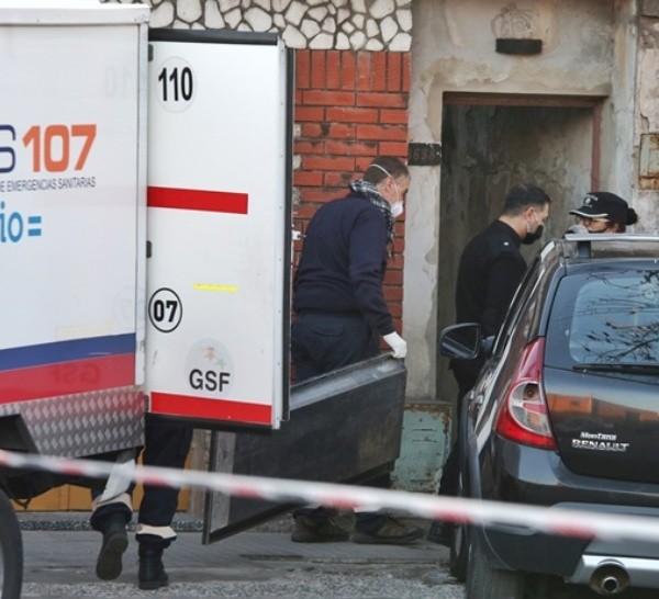 El fiscal trabajó en la vivienda de pasillo donde ocurrió el crimen de Eduardo Trasante.