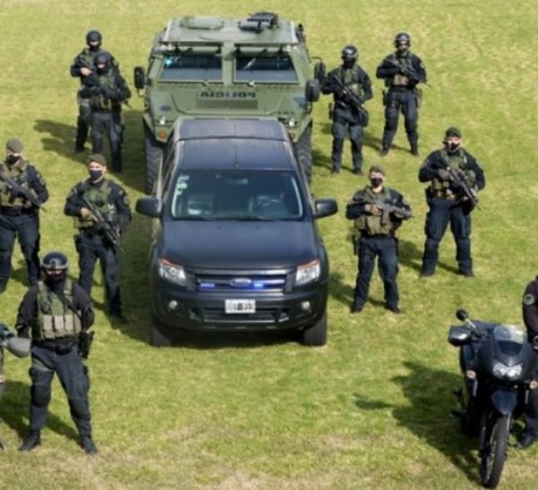 El grupo posee móviles, motocicletas, camiones y blindados.