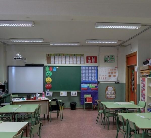 Aula vac�a en un colegio de Madrid tras la suspensi�n de las clases por el coronavirus.