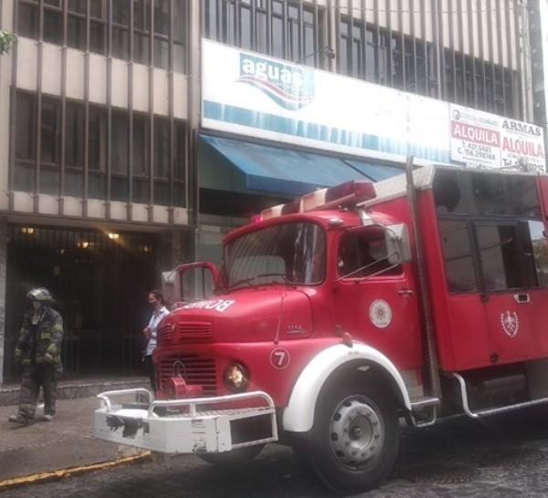 Los bomberos controlaron las llamas este domingo a la mañana.