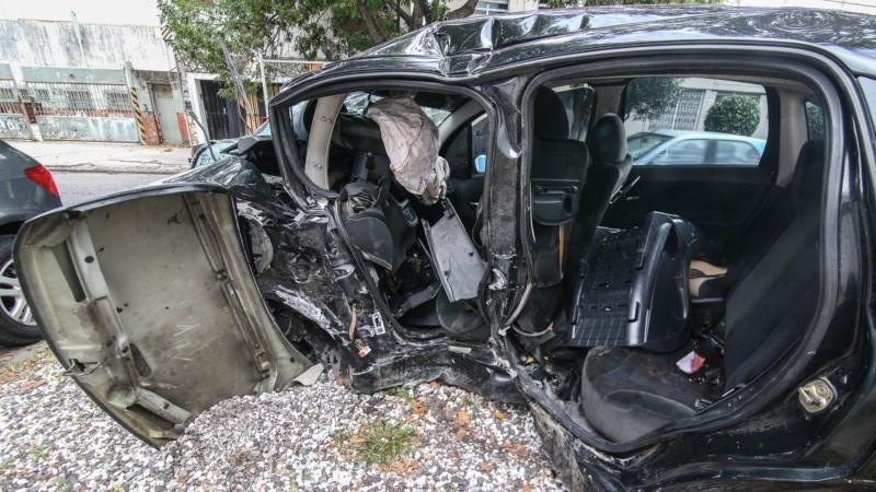 Así quedó el auto donde viaja la familia y murieron dos personas.