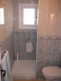 Gastenbadkamer (2)