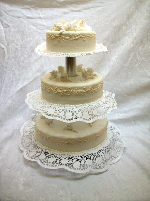 3stckige Hochzeitstorten Rund  Bckerei Rose