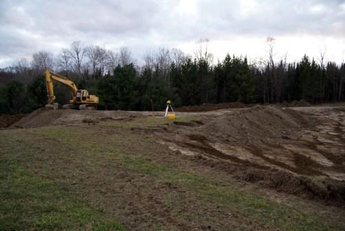 Excavator leveling side