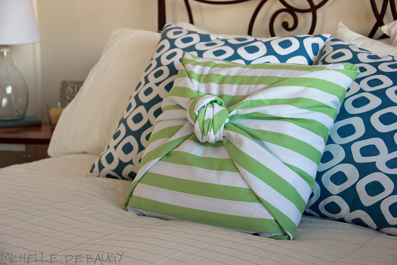 Last-Minute Homemade Christmas Gift Ideas - No-sew pillow cover.   https://www.roseclearfield.com