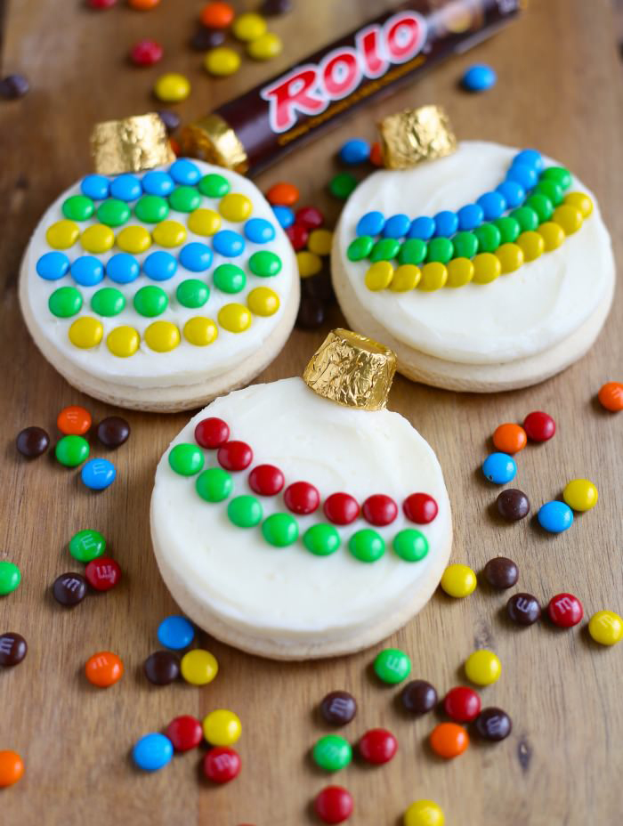 10 Cute Creative Christmas Cookies - Ornament Sugar Cookies | http://www.roseclearfield.com