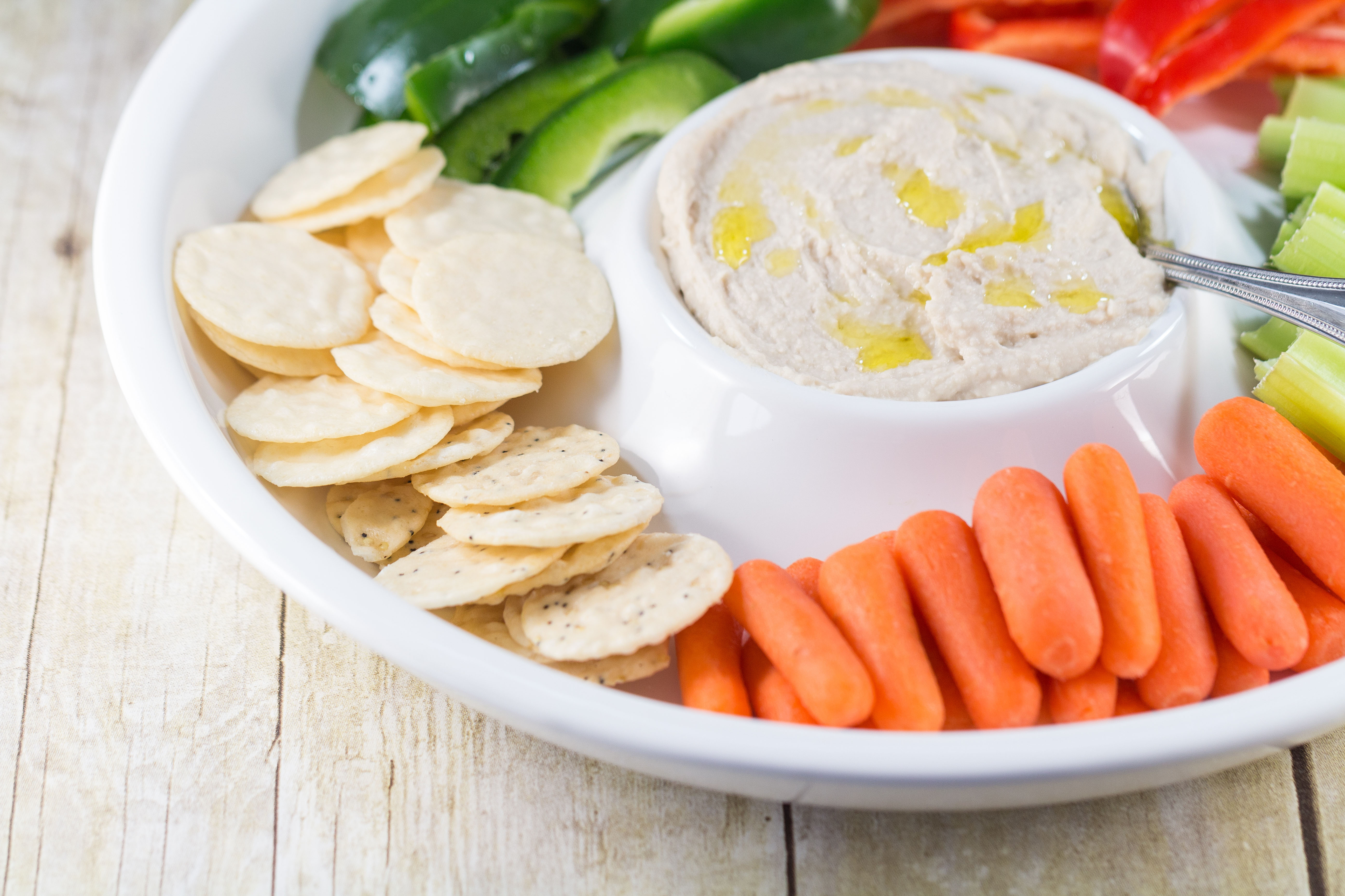Homemade White Bean Cannellini Hummus | http://www.roseclearfield.com