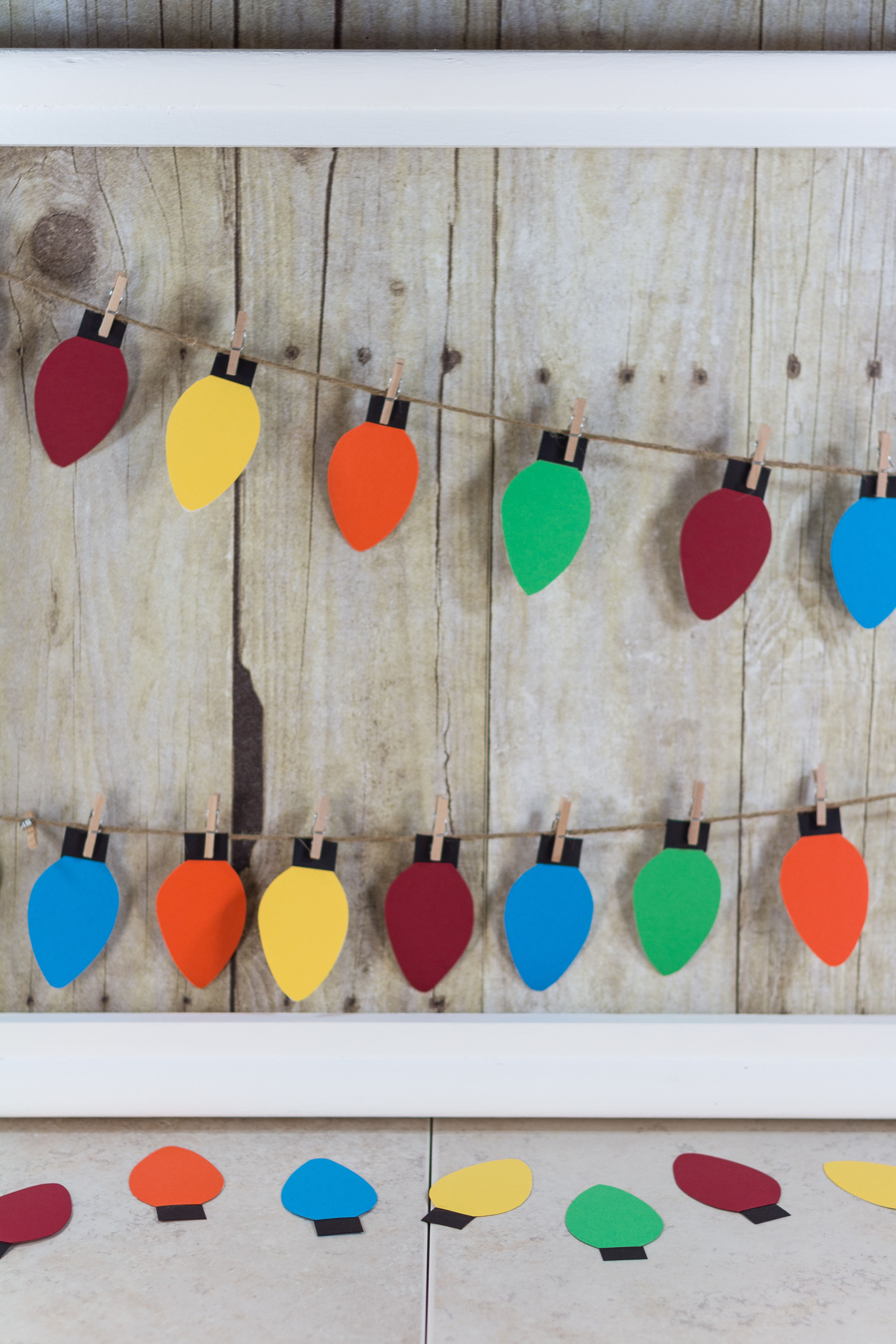 DIY Paper Christmas Lights Decoration | http://www.roseclearfield.com