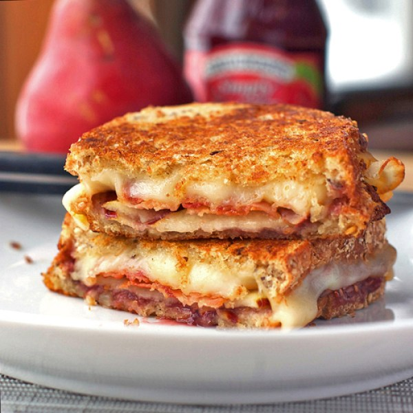 Bacon Pear and Raspberry Grilled Cheese via Pinch of Yum | http://www.roseclearfield.com