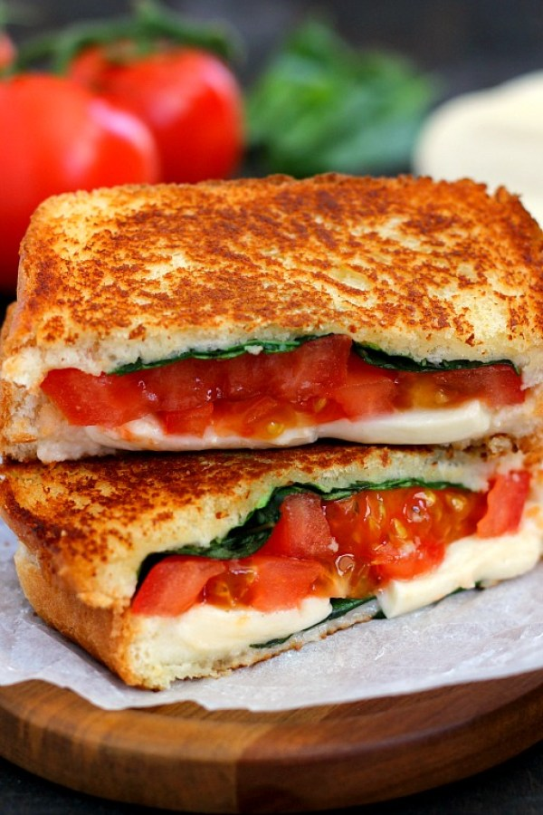 Spring and Summer Grilled Cheese Recipes - Caprese Grilled Cheese via Pumpkin 'n Spice | http://www.roseclearfield.com