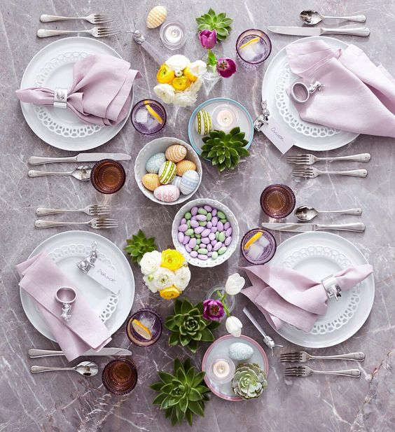 Crate and Barrel Easter 2017 Tablescape - @crateandbarrel on Instagram | http://www.roseclearfield.com