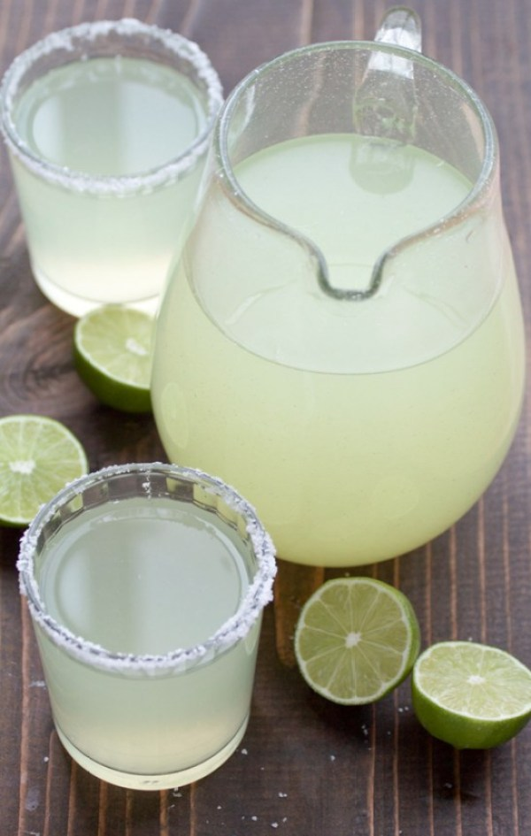 Cinco de Mayo Party Food Ideas - Perfect Pitcher Margaritas via Two Sisters Kitchen | http://www.roseclearfield.com
