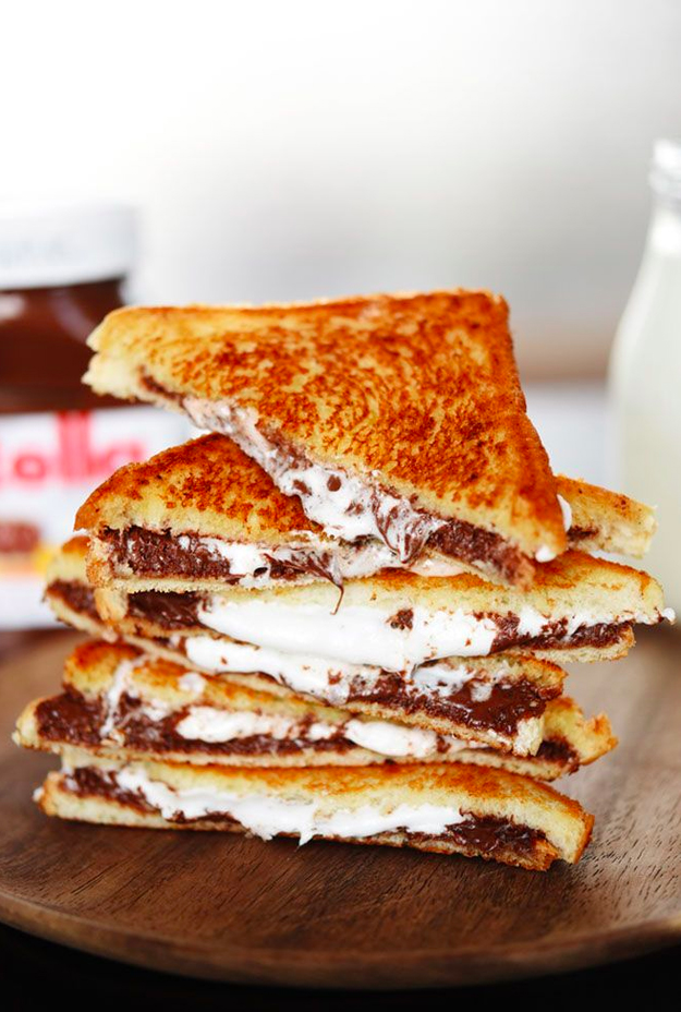 Dessert Grilled Cheese Recipes - Grilled Nutella and Marshmallow Sandwiches via Buzzfeed | http://www.roseclearfield.com
