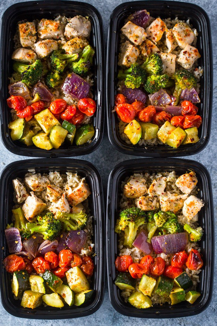 30 Days of Healthy Chicken Dinner Recipes - Healthy Roasted Chicken and Rainbow Veggies via Gimme Delicious | https://www.roseclearfield.com