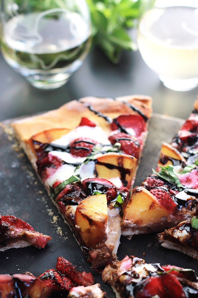 30 Days of Grilled Desserts - Grilled Peachy Strawberry Pizza via The Whole Serving | http://www.roseclearfield.com