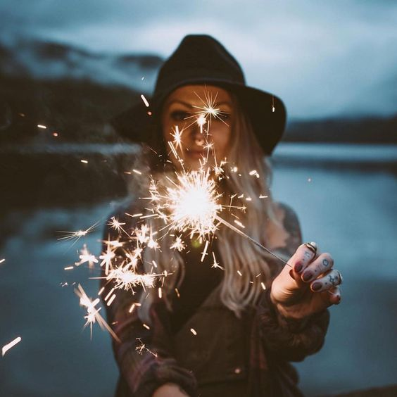 Summer Inspiration - Sparkler at the Beach via hinfluencercollective on Instagram | http://www.roseclearfield.com