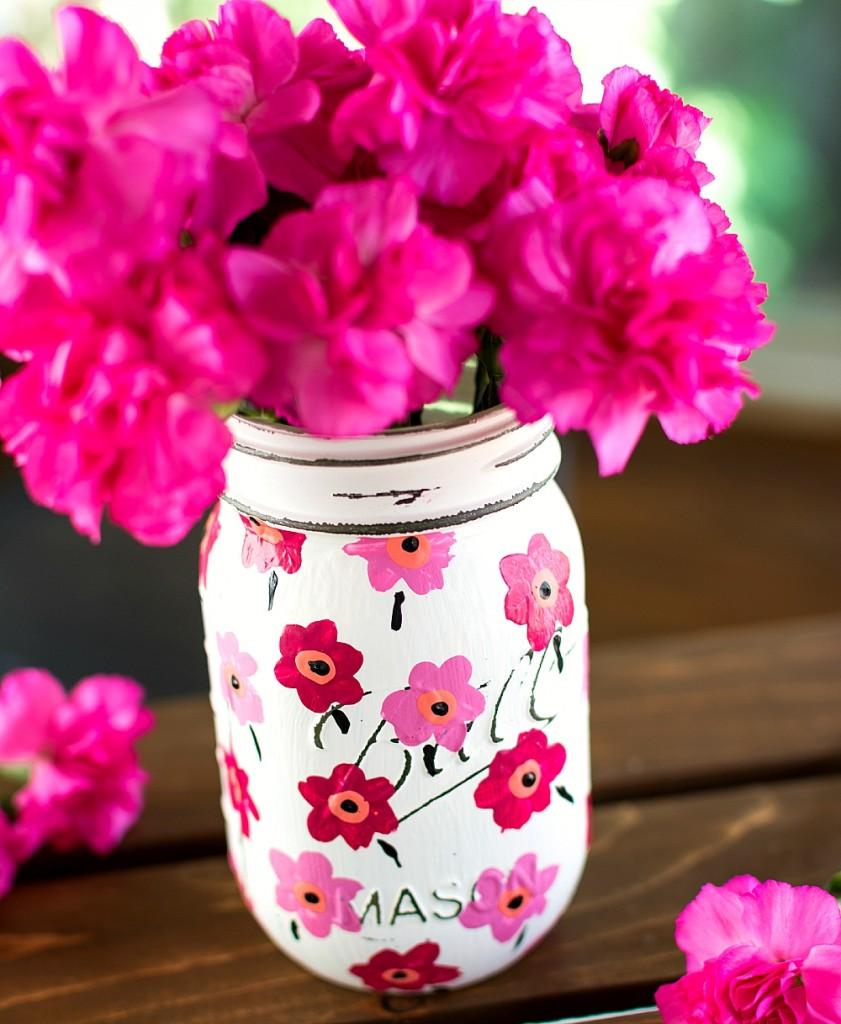 Spring Mason Jar Decor - Marimekko Mason Jar via Mason Jar Crafts Love | http://www.roseclearfield.com