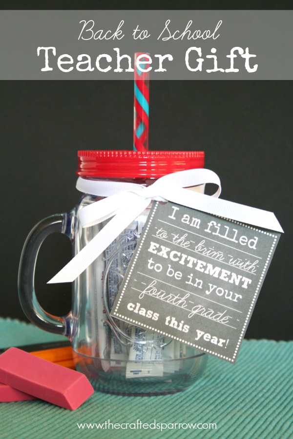 DIY Back to School Mason Jar Teacher Gifts - Back to School Mason Jar Teacher Gift with Free Chalkboard Printables via The Crafted Sparrow | http://www.roseclearfield.com