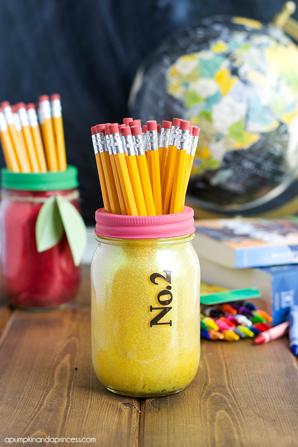 DIY Back to School Mason Jar Teacher Gifts - Pencil and Apple Glitter Mason Jar Set via A Pumpkin and a Princess | http://www.roseclearfield.com