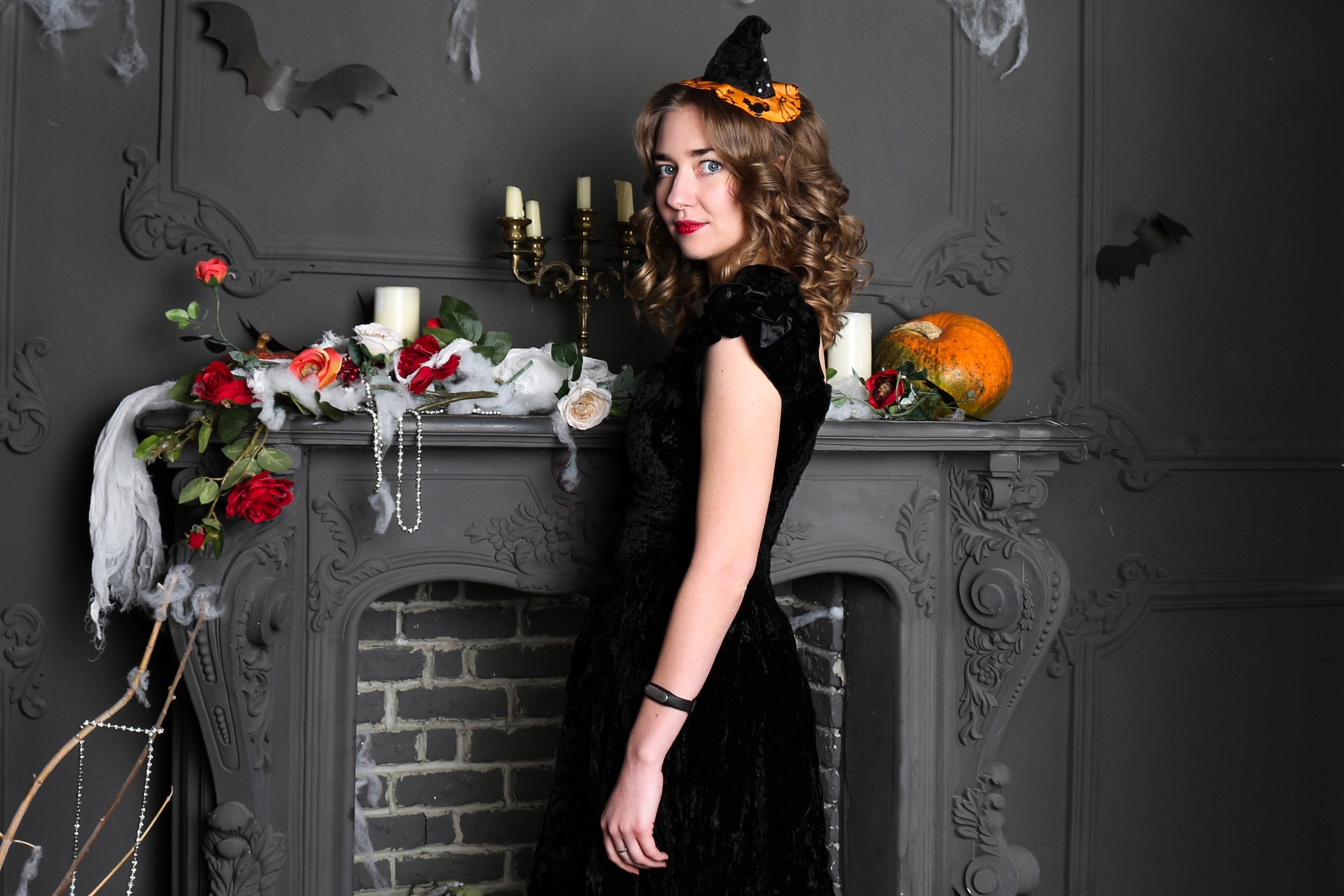 20 Creative Fall Photography Ideas - Halloween Portrait by Jenny K. via Pexels | https://www.roseclearfield.com
