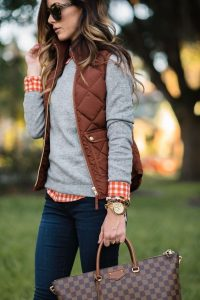 Casual Fall Fashion Inspiration | https://www.roseclearfield.com