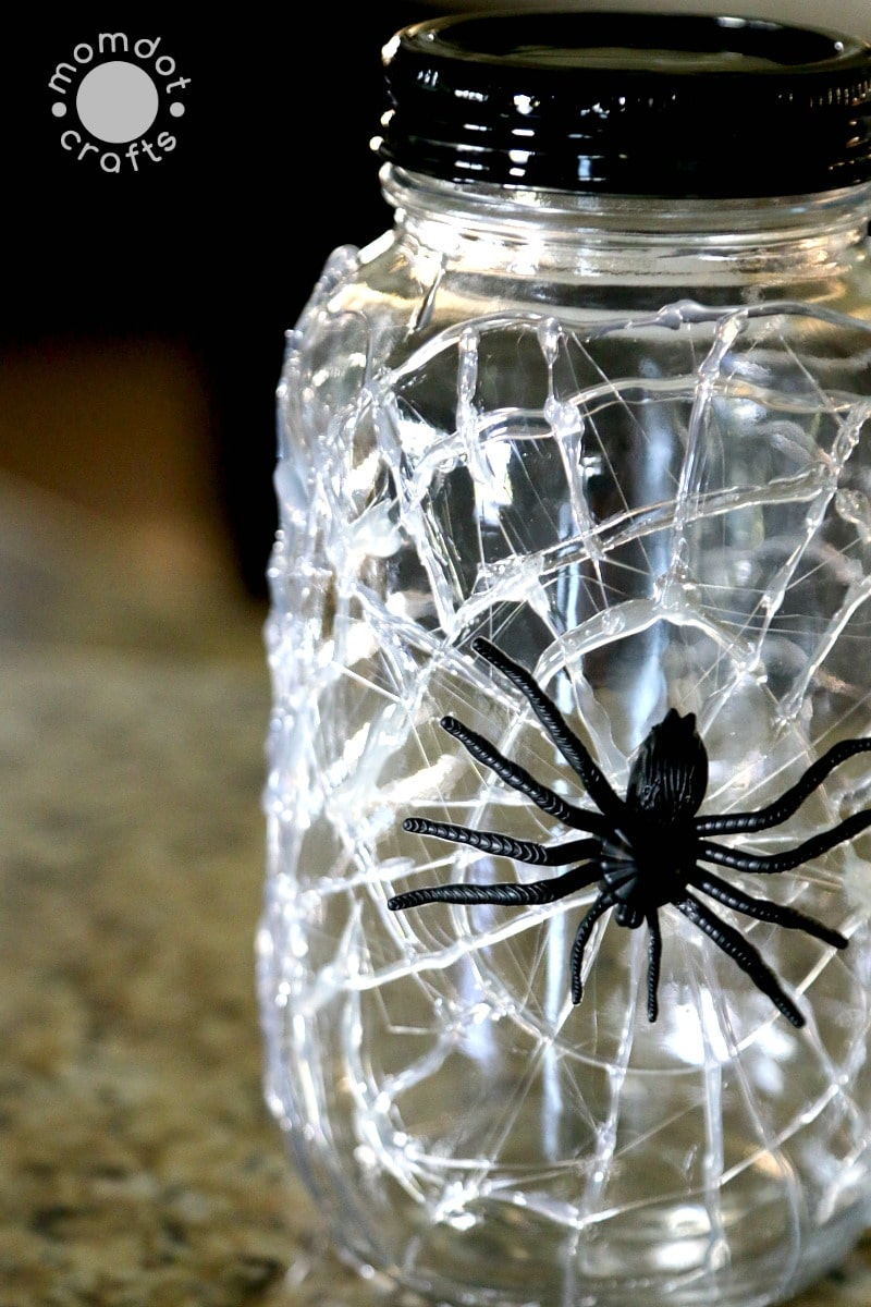 DIY Halloween Mason Jar Decor - Spiderweb Mason Jars via Momdot Crafts | https://www.roseclearfield.com