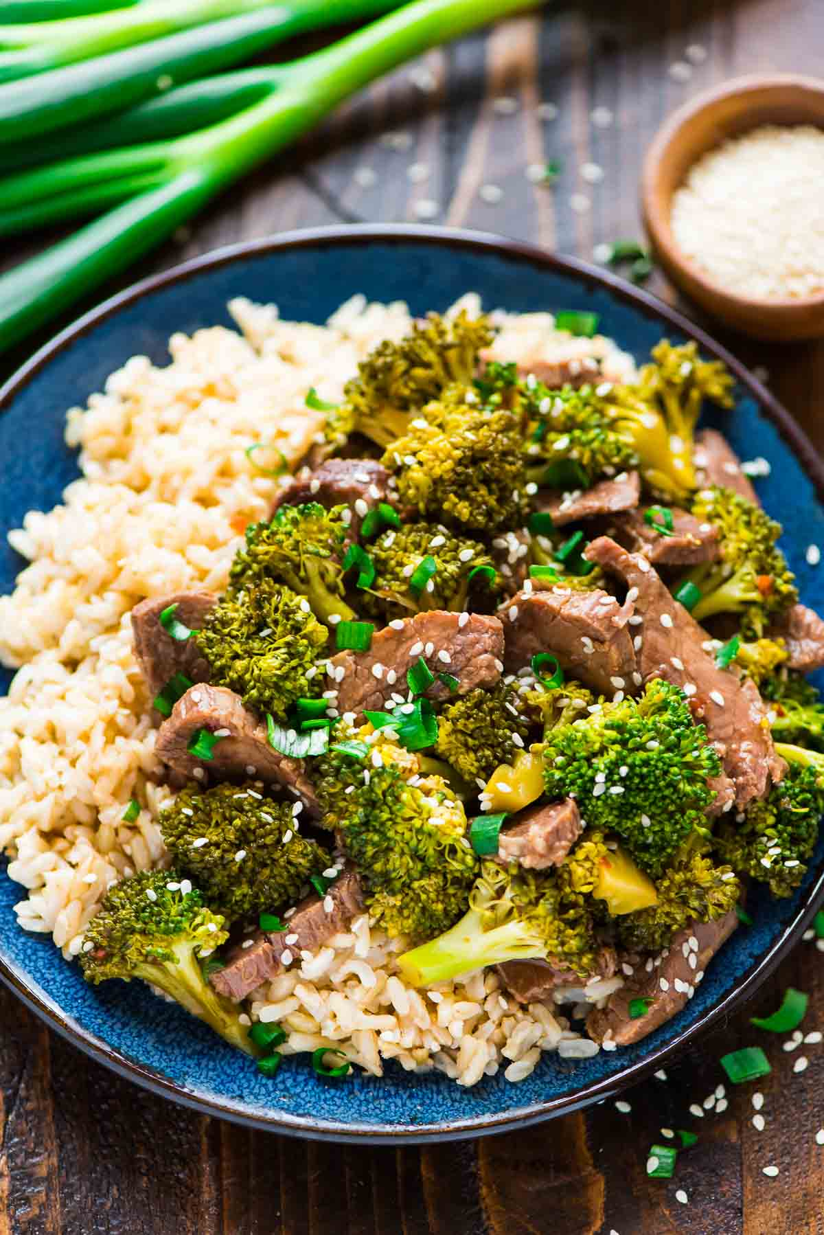 30 Days of Healthy Slow Cooker Dinner Recipes - Slow Cooker Beef and Broccoli via Well Plated | http://www.roseclearfield.com